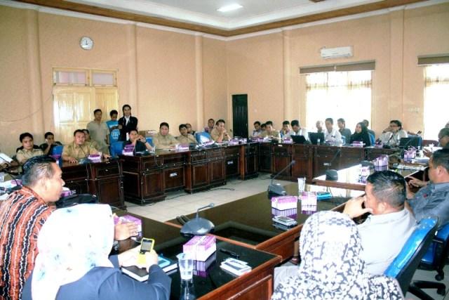 HEARING DIALOG DPRD BALANGAN DENGAN WARGA DAN PT. ADARO INDONESIA SERTA PEMERINTAH KABUPATEN BALANGAN