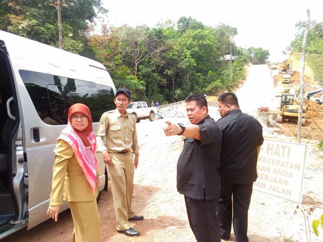 Komisi III Melakukan Kunjungan Pemantauan Proyek  Pelebaran Jalan Lingkar Selatan Kab.Balangan Beserta Dinas PU