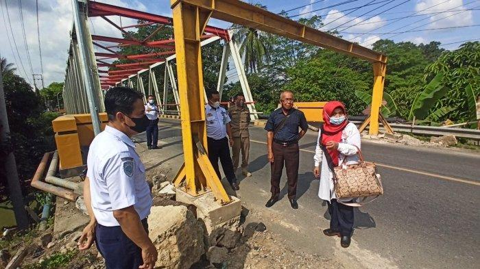 Pasca Ditabrak Truk, Portal Jembatan Paringin Jadi Perhatian DPRD Kabupaten Balangan